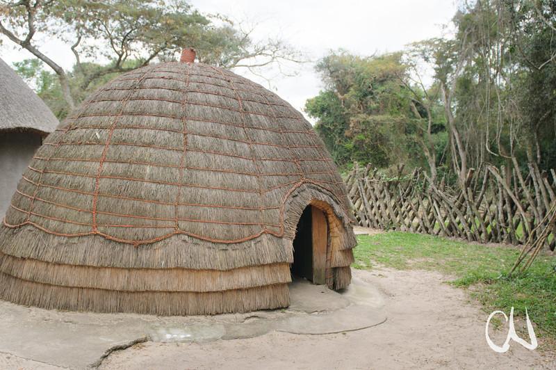 mit Gras gedeckte Zuluhütte, Greater St. Lucia Wetland Park, iSimangaliso-Wetland-Park, Nationalpark, national park, KwaZulu-Natal,Südafrika, South Africa