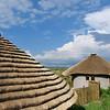 Basotho Cultural Village, mit Gras gedeckte Chalets für Touristen, Rondavels, Golden Gate National Park, nördliche Drakensberge, Free State, Südafrika, South Africa