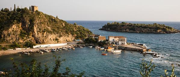 Der idyllische Hafen von Kardamyli.