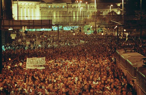 📷 ©️ Aram Radomski  Germany  Demonstrations East  Germany