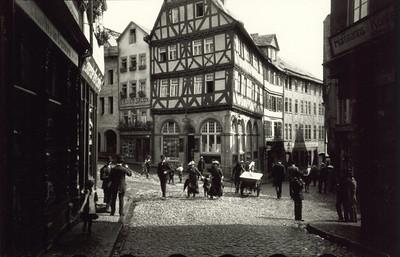 Am Eisenmarkt entstand 1913 eines der ersten Bilder mit der Ur-Leica.