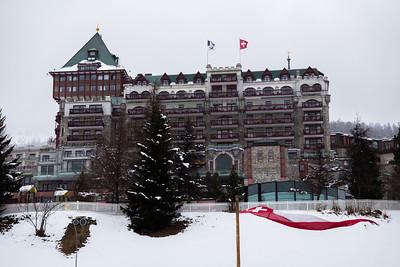 Vom Badrutt''s Palace - dem wohl tradiionsreichsten und exklusivsten Hotel in St. Moritz hat man einen herrlichen Blick auf den Pferdesport auf den St. Moritzersee.