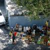 Vendeurs de légumes, Erevan.<br /> Street vendors, Yerevan.