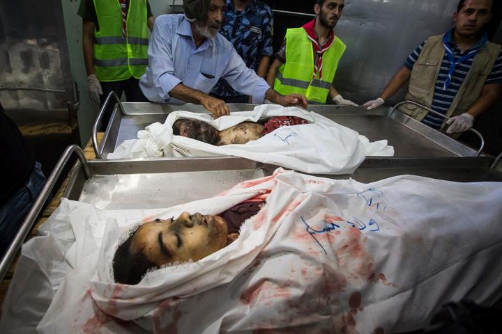 PHOTO OLIVIER PONTBRIAND LA PRESSE. -  GAZA  - 18 Juillet 2014<br /> Dans cette Photo:  ahmed aboumoasallan et sa soeur aala  11 jours de combats entre israel et le hamas. la ville se reveille et compte ses morts apres l,invasion terrestre de l,armee Israelienne  -30-  reference # 690868 Section: General