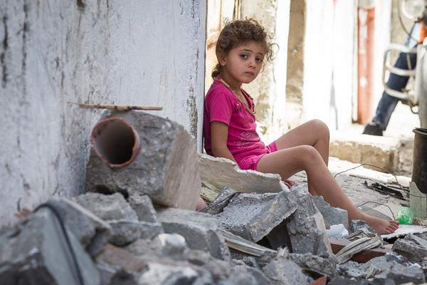 PHOTO OLIVIER PONTBRIAND LA PRESSE. -  GAZA  - 17 Juillet 2014<br /> Dans cette Photo:  Une jeune fille est assise dans les debris de La maison de .. a ete detruite par des bombardement israelien. Enterrement d,un des enfants decede sur une plage de gaza.  Dixieme jours de combat entre israel et le hamas  -30-  reference # 690868 Section: General<br /> <br /> <br /> PHOTO OLIVIER PONTBRIAND LA PRESSE.  - Gaza strip - July 17 2014.<br /> In this Picture:  A little girl sits in the runbles of  ...,s house has been destroyed by missile from israel.  Tenth days of combat between hamas and israel.