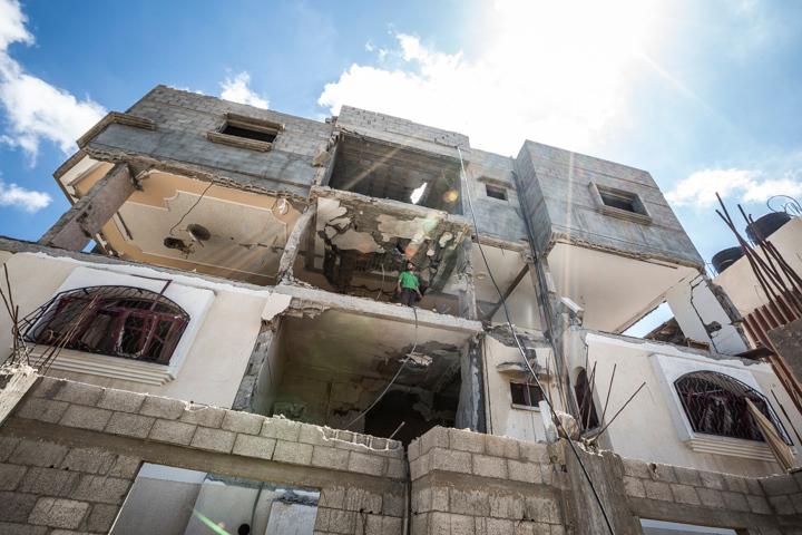 PHOTO OLIVIER PONTBRIAND LA PRESSE. -  GAZA  - 17 Juillet 2014<br /> Dans cette Photo: La maison de .. a ete detruite par des bombardement israelien. Enterrement d,un des enfants decede sur une plage de gaza.  Dixieme jours de combat entre israel et le hamas  -30-  reference # 690868 Section: General<br /> <br /> <br /> PHOTO OLIVIER PONTBRIAND LA PRESSE.  - Gaza strip - July 17 2014.<br /> In this Picture:  ...,s house has been destroyed by missile from israel.  Tenth days of combat between hamas and israel.