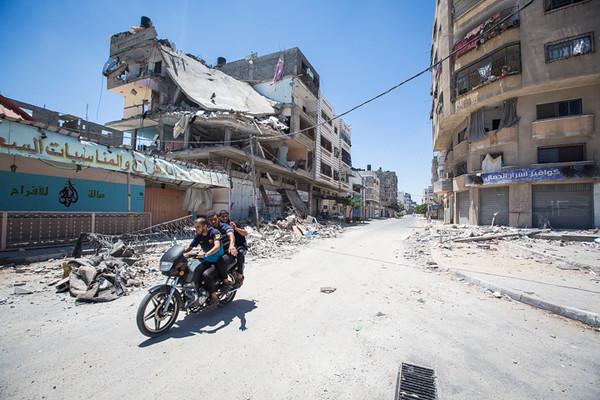 PHOTO OLIVIER PONTBRIAND LA PRESSE. -  GAZA  - 18 Juillet 2014<br /> Dans cette Photo:  11 jours de combats entre israel et le hamas. la ville se reveille et compte ses morts apres l,invasion terrestre de l,armee Israelienne  -30-  reference # 690868 Section: General