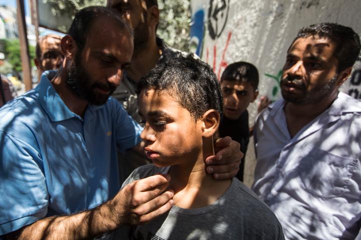 PHOTO OLIVIER PONTBRIAND LA PRESSE. -  GAZA  - 18 Juillet 2014<br /> Dans cette Photo: le petit omar aboumoasallan. trois de ses freres et soeurs sont mort dans un explosion.  11 jours de combats entre israel et le hamas. la ville se reveille et compte ses morts apres l,invasion terrestre de l,armee Israelienne  -30-  reference # 690868 Section: General