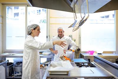 Au coeur du 15 eme arrondissement de Paris, l'atelier de Laurène se réveille pour une journée de production. La Fabrique du Granolier concocte des granola et barres de céréales depuis bientôt deux ans.