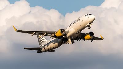 Vueling / Airbus A320-214(WL) / EC-MAI