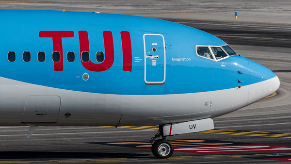 TUI / Boeing B737-86J / OO-TUV