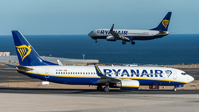 Ryanair / Boeing B737-8AS / EI-EBV & EI-DYR