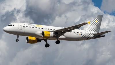 Vueling / Airbus A320-216 / EC-KLT