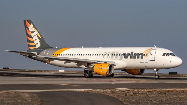 VLM Airlines / Airbus A320-212 / OO-TCT