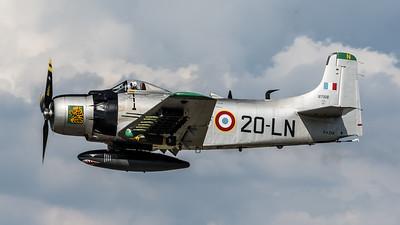 Private / Douglas AD-4NA Skyraider / F-AZHK 20-LN 127002