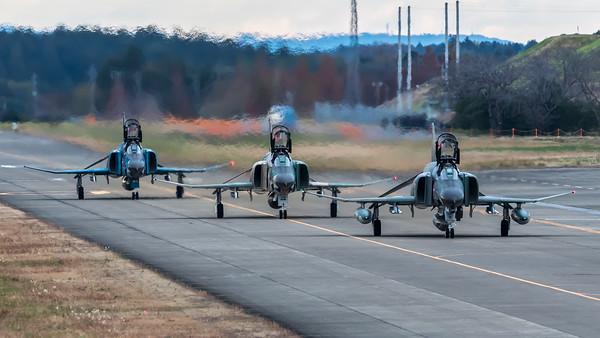 JASDF 501 Hikotai / McDonnell Douglas RF-4EJ Phantom II, RF-4E Phantom II / 07-6433, 47-6901 & 57-6907
