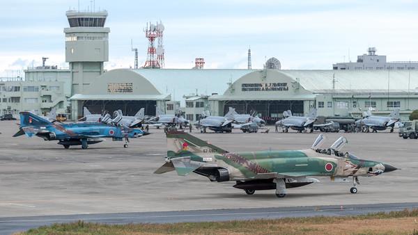 JASDF 501 Hikotai / McDonnell Douglas RF-4E Phantom II / 57-6907 & 47-6901
