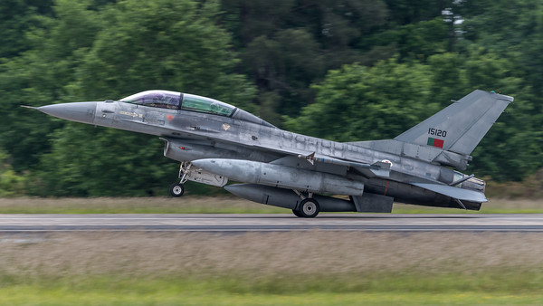 Portuguese Air Force Esq 301 / Lockheed F-16BM Fighting Falcon / 15120