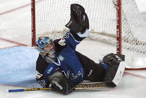 Colorado Eagles goalie Mike Mole makes a glove save in the second period of a game against the Bossier-Shreveport Mudbugs on Saturday, Jan. 16, 2010 at the Budweiser Events Center.