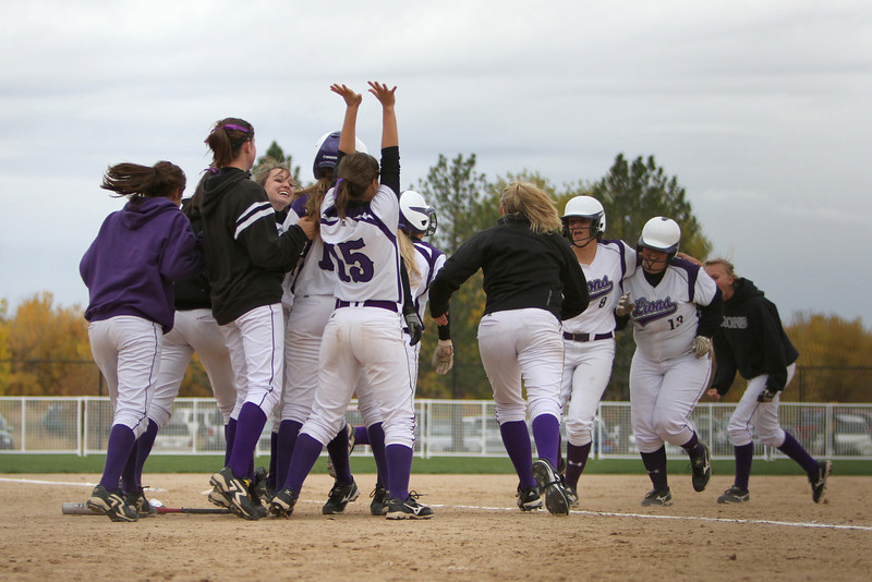 The Mountain View Mountain Lions celebrate their two runs in the bottom of the 7th inning to win the game by one run. <br /> Photo by Jenn LeBlanc