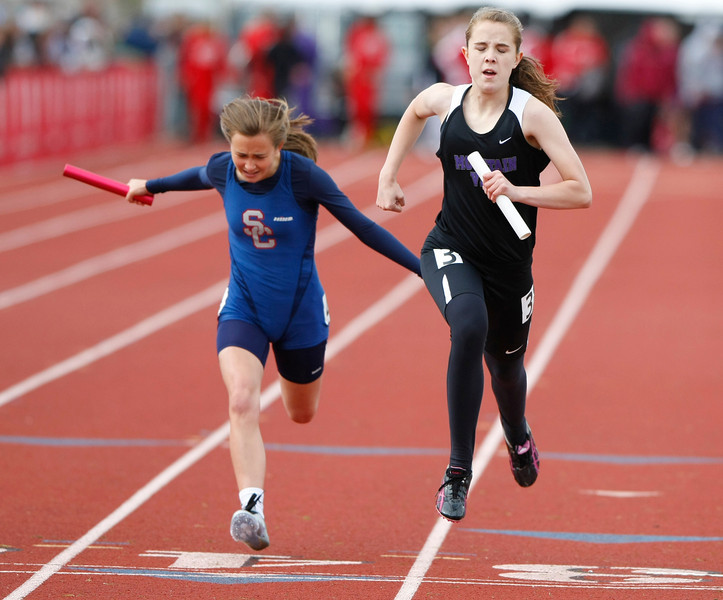 Mountain View crosses the finish line Friday at Jefferson County Stadium in Denver. (Photo by Gabriel Christus)
