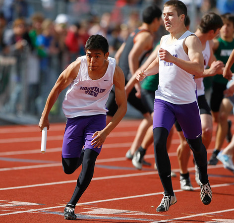 Mountain View 4 X 400 relay Saturday at Jefferson County Stadium in Denver. (Photo by Gabriel Christus)