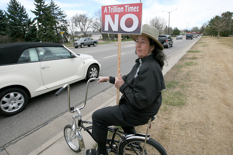 Linda Lewis holds a sign on Eisenhower Boulevard before a Tea Party rally Saturday at the amphitheatre in North Lake Park.   (Photo by Gabriel Christus)