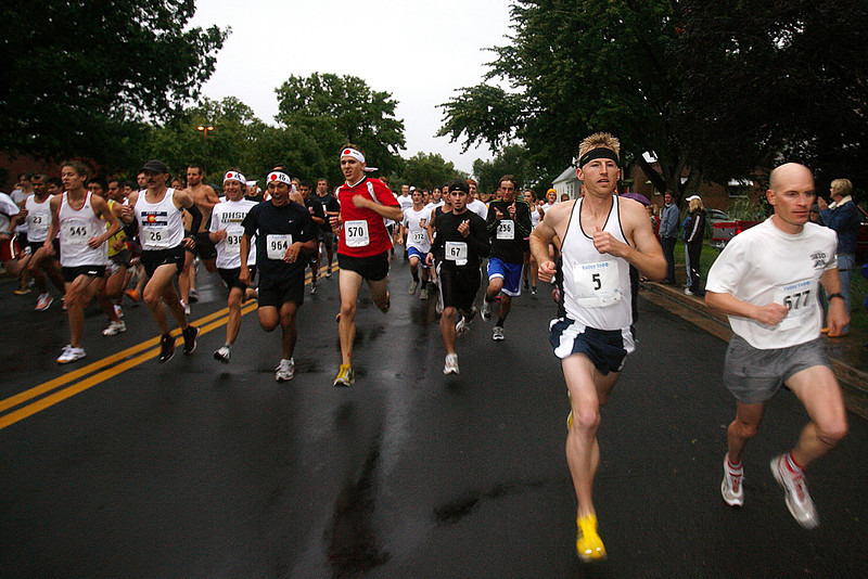 Competitors in the Valley 5000 run/walk race down 4th Street during the beginning of the race on Friday, August 15, 2008.