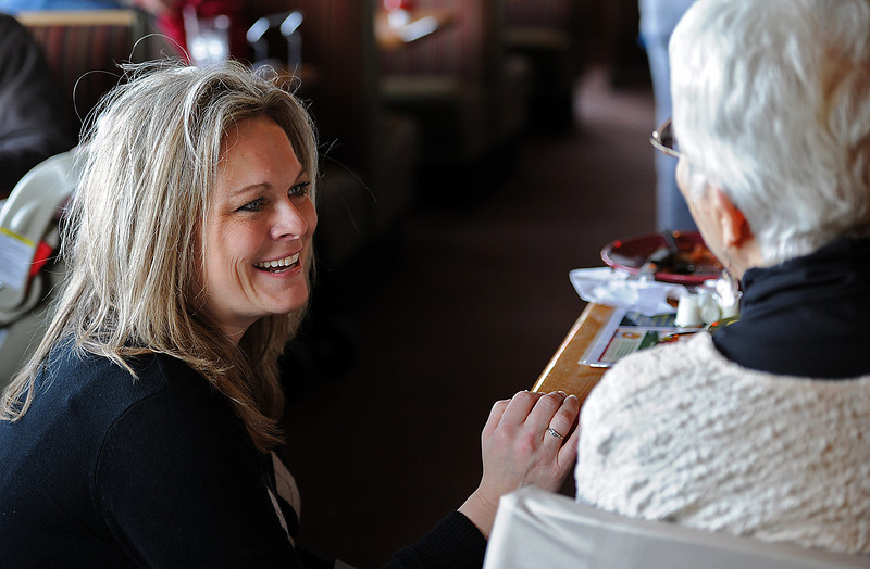 "Jacquie Chapman, general manager at Applebee's restaurant in Loveland, chatw with customer Phyllis Carver Wednesday. Chapman is being honored with a top ""Neighborhood Leader"" award out of 108 stores for her work with nonprofits and outreach in the community. Photo by Jenny Sparks"