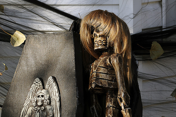 A wig belonging to Nola Bracy adorns a skeleton named Tarka in the front yard of Bracy's home.