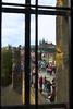 Puente Carlos a través de las ventanas de la torre