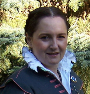 Close up of me in the 16th Century kirtle with doublet and chemise with double-ruched collar.