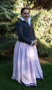 16th Century kirtle with doublet and chemise with double-ruched collar.