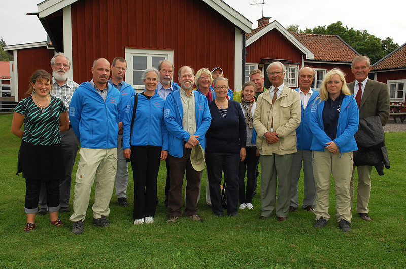 Group photo on Asko, from left to right: Sarah Cousins, Nils Kautsky, Jonas, Lars Tranvik, Susan Carpenter, Per-Arne Malmquist, Steve Carpenter, Ruta Malmquist, Erik Kristensen (barely visible in back), Lena Kautsky, Cajsa Larsson, Richard, King Carl XVI Gustaf,  Erling Norby, unknown, Peter Forssman. Photo by the Stockholm International Water Institute under the Creative Commons license.