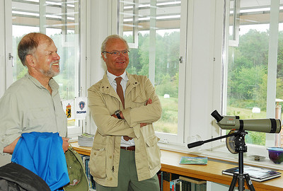 Steve Carpenter and King Carl XVI Gustaf in the crows nest, Asko Laboratory. Photo by the Stockholm International Water Institute under the Creative Commons license.