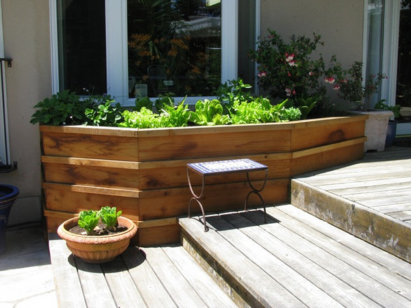 We also designed and built a custom planter box for herbs and ornamental plants that integrated with the existing deck and patio around the pool.