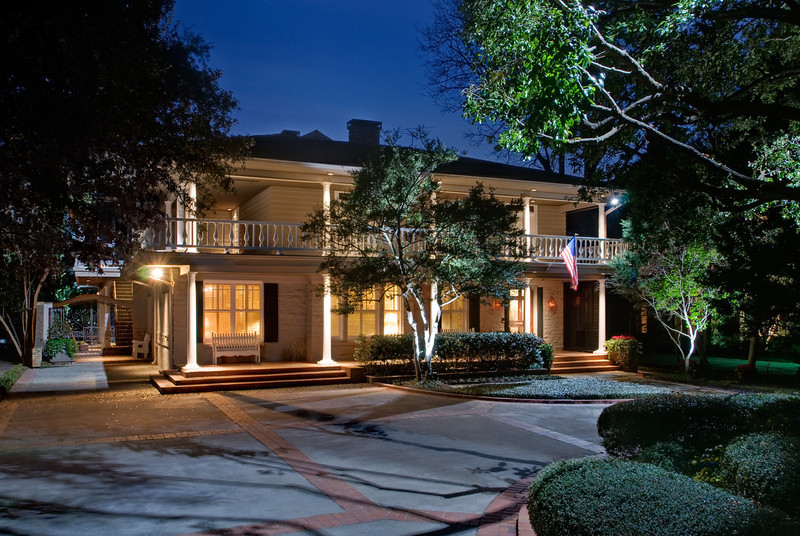 Dallas home.  Client:  Doster Lighting (lighting extraordinaire).