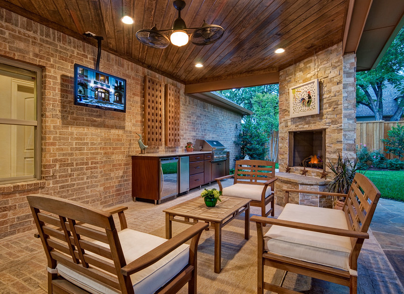 Chantilly Ln. patio and outdoor kitchen photographed for The Burke Co., Dallas TX