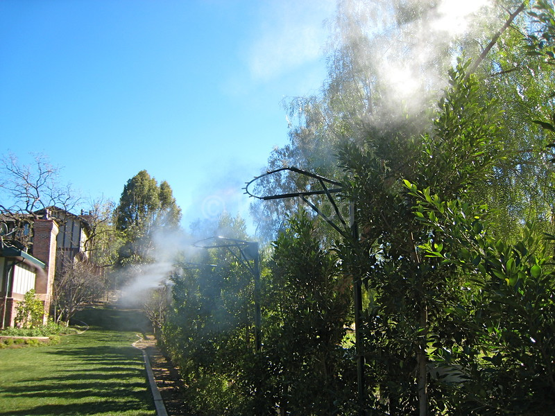 Misting Towers Drop Temperatures in Outdoor Spaces