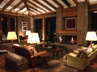 Lounge at night, Inkaterra Hacienda Urubamba