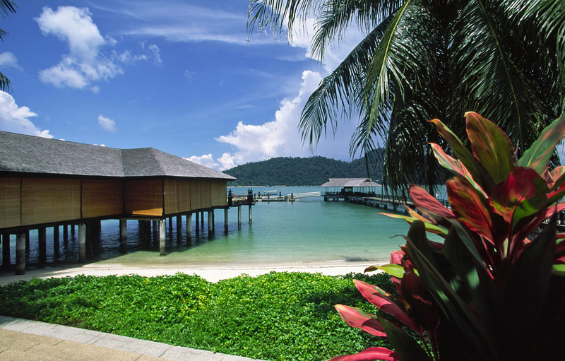 Traditional Malay architectural styles are blended elegantly with modern comforts at the exclusive private island Pangkor Laut Resort, Pangkor Laut, Selat Malaka (Straits of Malacca), Malaysia, Asia.