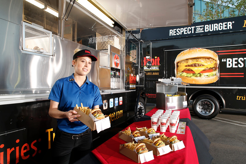 THB-FoodTrucks-Cashier-045