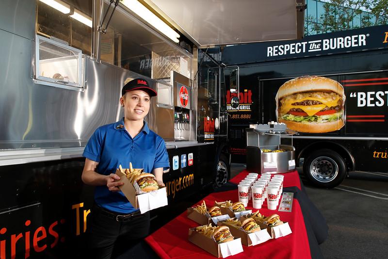 THB-FoodTrucks-Cashier-047