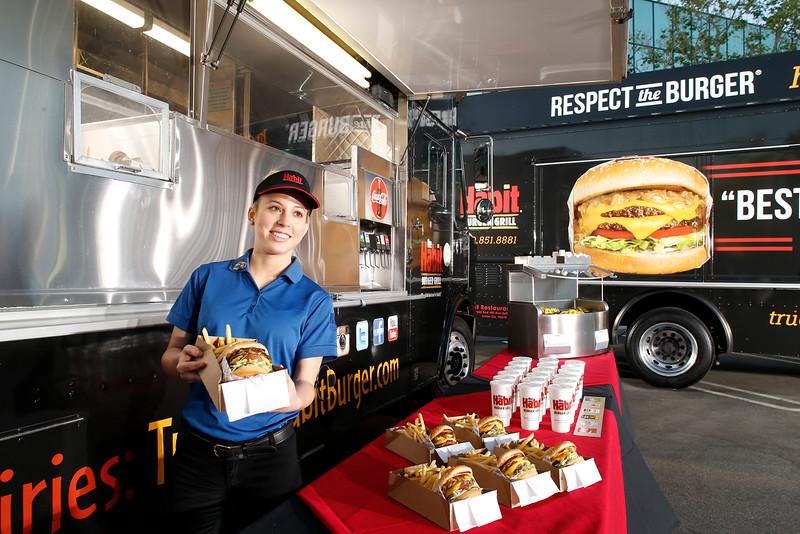 THB-FoodTrucks-Cashier-041
