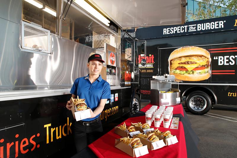 THB-FoodTrucks-Cashier-038