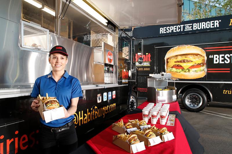 THB-FoodTrucks-Cashier-044