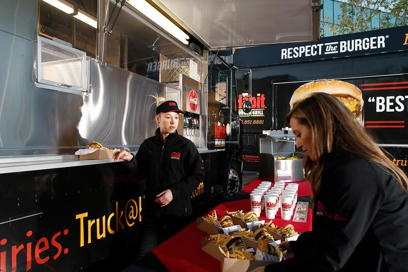 THB-FoodTrucks-Cashier-015