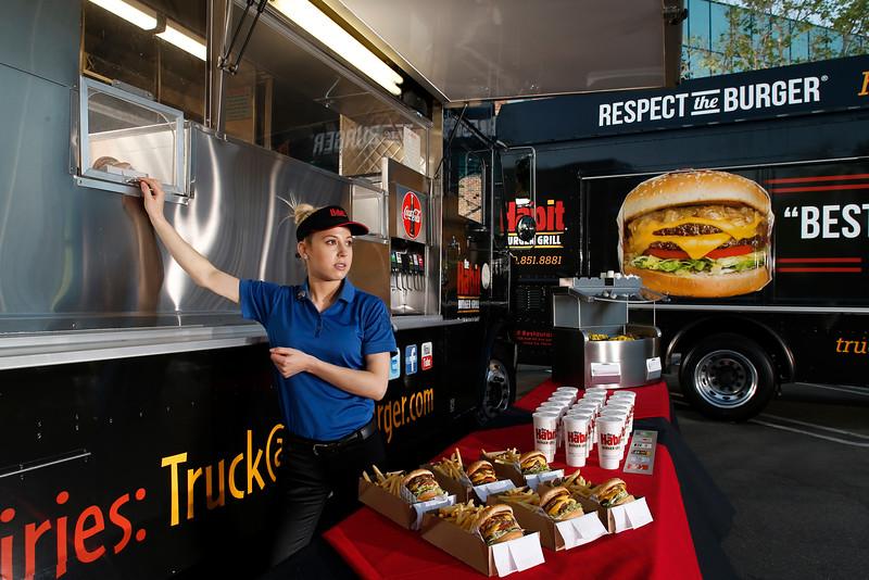THB-FoodTrucks-Cashier-018