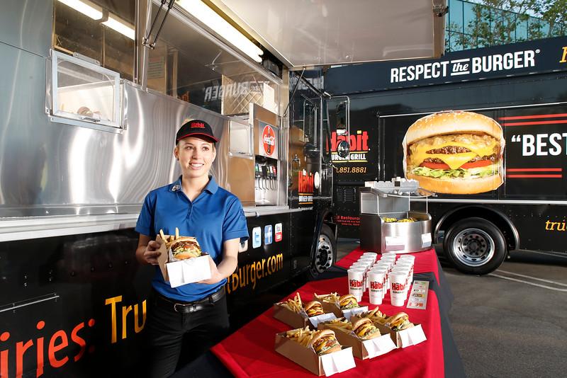 THB-FoodTrucks-Cashier-040