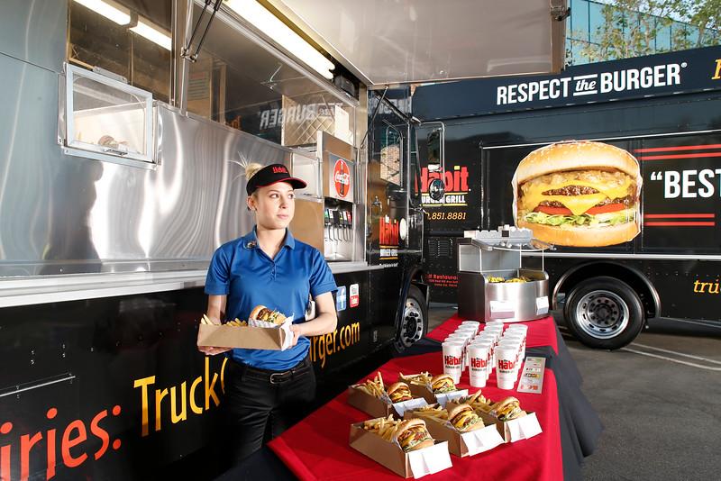 THB-FoodTrucks-Cashier-027